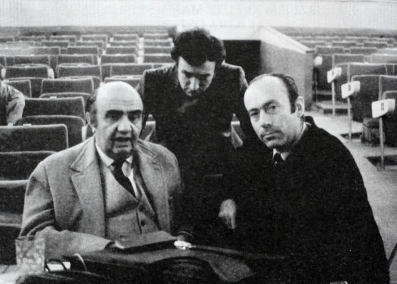 """Aleksander Bardini podczas prób do spektaklu """"Elektra"""". Zdjęcie wykonano w 1971 roku"""