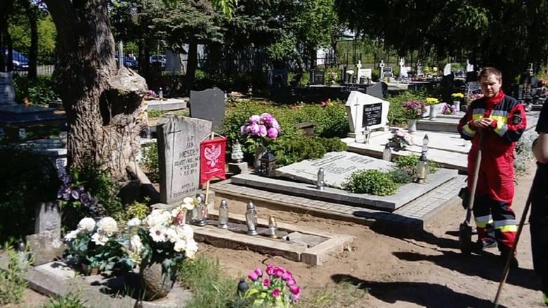 Strażacy nie tylko odbudowują grób powstańca wielkopolskiego, ale też chcą go objąć opieką