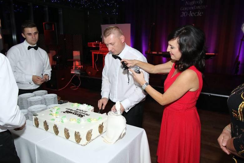 Znamienici goście na 20. jubileuszowej gali Skrzydła 2015. Zobacz kulisy niezwykłego wieczoruOgromny tort na 20-lecie nagrody Skrzydła sfotografowała