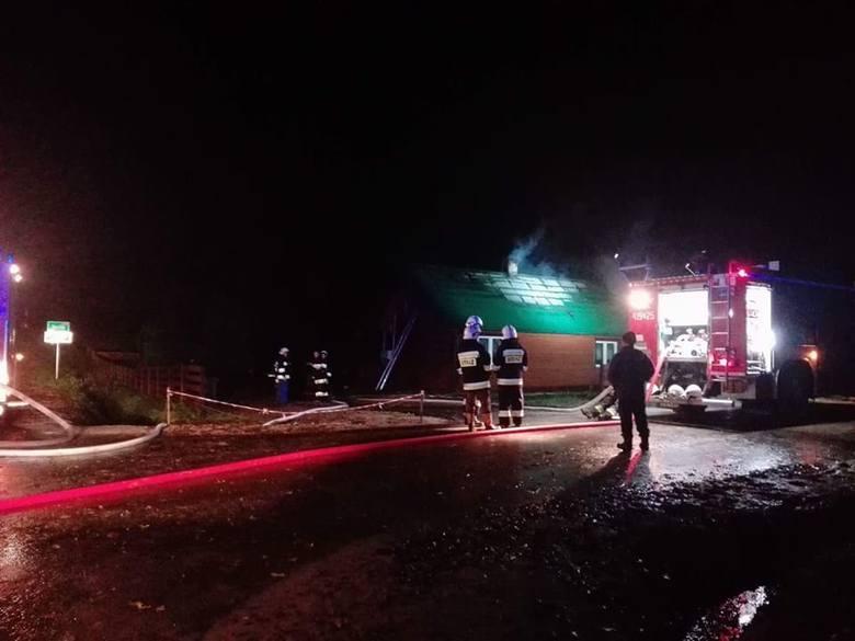W nocy ze środy na czwartek strażacy OSP w Brańsku zostali skierowani do miejscowości Zanie, gdzie doszło do pożaru domu.