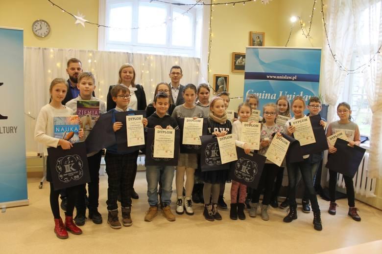 Uczestnicy XXIV Gminnego Konkursu Ortograficznym o Pióro Wójta Gminy Unisław rywalizowali w pięciu kategoriach w unisławskim GOK-u. Na laureatów, poza
