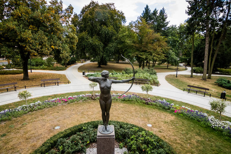 Park Kochanowskiego – odpoczynek, lektura książki, muzyka