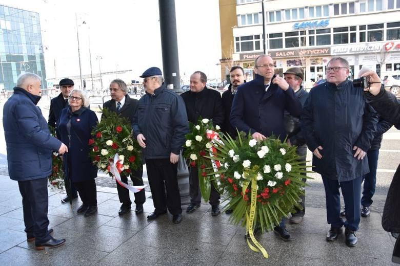 W sobotę, 16 marca, pod bydgoską tablicą upamiętniającą strajk chłopski z 1981 roku (przy ul. Dworcowej w Bydgoszczy) złożono kwiaty. Uczestnicy uroczystości