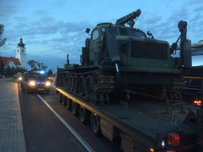 Wojsko zwozi ciężki sprzęt do Rytla