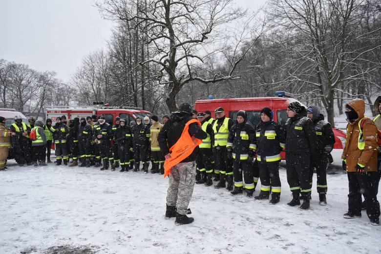 W sobotę grupa około stu ochotników zebrała się na przystanku autobusowym na Garbarach, gdzie urywa się ślad po Michale Rosiaku. 19-latek zaginął w Poznaniu
