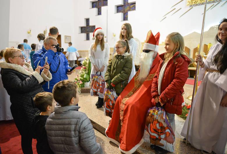 Dzięki wsparciu licznych darczyńców dwa przemyskie osiedla Kmiecie i Warneńczyka zorganizowały dla dzieci Mikołaja. W kościele pw. Matki Bożej Królowej