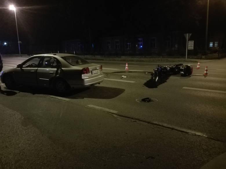 Zdjęcia z dwóch wypadków, do których doszło w Rzeszowie otrzymaliśmy od naszego Czytelnika na alarm@nowiny24.pl.Wczoraj, przed godz. 23, na ul. Dąbrowskiego