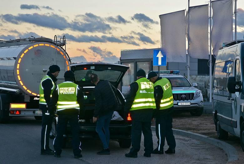 Suwalscy policjanci, funkcjonariusze Służby Celnej, Straży Granicznej i ITD przeprowadzili w czwartek wspólne działania. Tym razem zorganizowano punkty