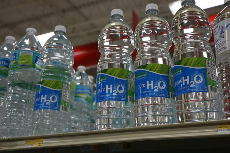Minister zapowiedział wprowadzenie kaucji za plastikowe butelki