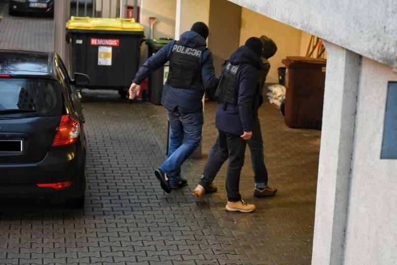 Policja zatrzymała Cezarego O. kilka dni po umieszczeniu przez niego na Facebooku komentarza, nawołującego do przemocy wobec prezydentów Poznania i