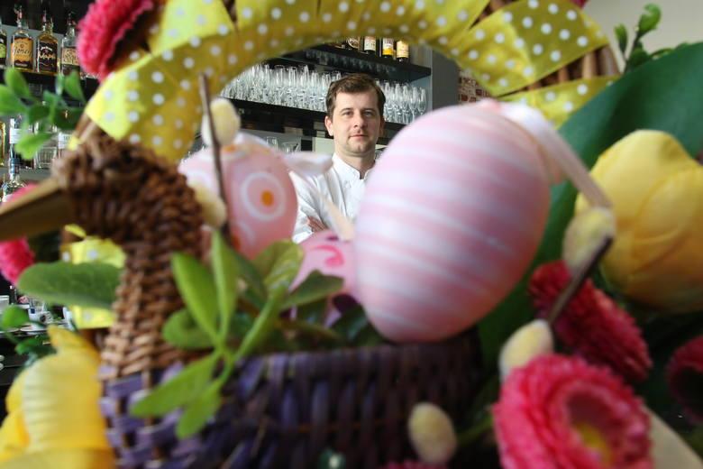 Jajka faszerowane  różnymi nadzieniami,  klasyczne i wyszukane, smażone białka i czerwone jajka - to wielkanocne przepisy Patryka Kwiecińskiego,  znanego