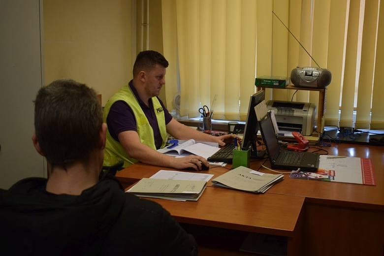 Policjanci z wydziału kryminalnego postawili zarzuty za kradzieże dwóm mieszkańcom Chojnic, którzy podczas ostatniego miesiąca z jednego ze złomów  ukradli