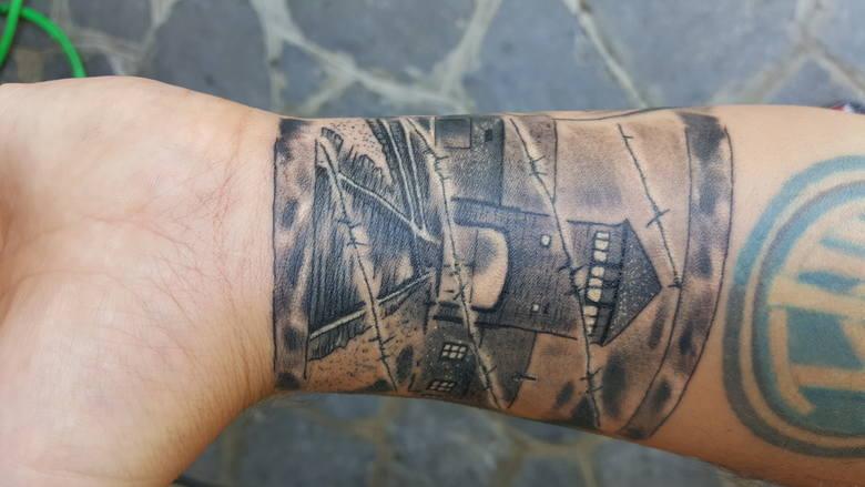 Tatuaże Na Pamiątkę Ofiar Z Auschwitz To Właściwe