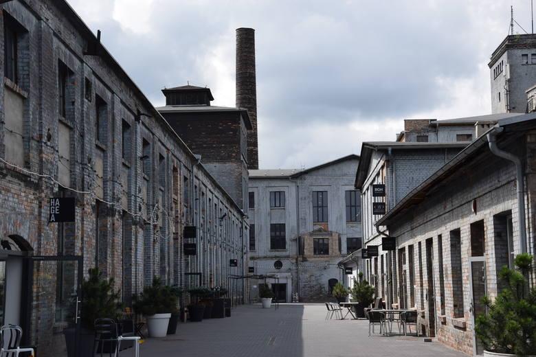 Dawna Fabryka Porcelany w Katowicach przeszła w ostatnich latach gruntowną rewitalizację. Pofabryczne budynki są odnawiane, ale nie tracą swojego oryginalnego charakteru