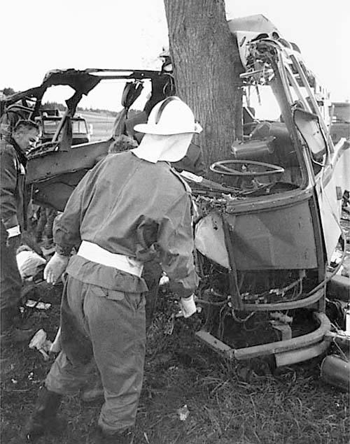 Rocznica katastrofy autobusu w Kokoszkach. Minęły 23 lata od wypadku [ARCHIWALNE ZDJĘCIA]