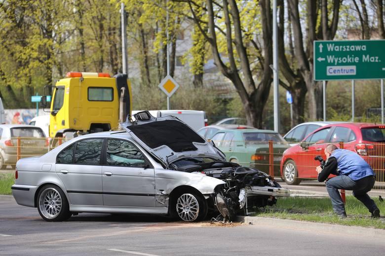 Wypadek BMW na ulicy Zwierzynieckiej w Białymstoku. Kierowca był pod wpływem narkotyków