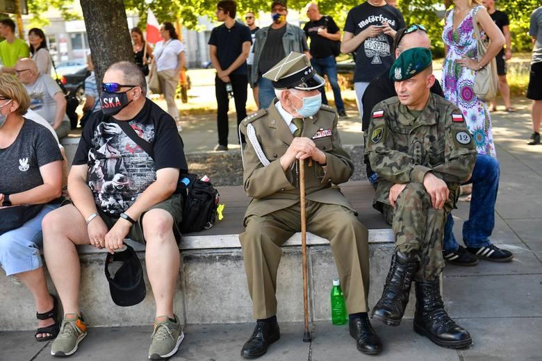 """Godzina """"W"""" na Placu Solidarności w Szczecinie. 76. rocznica wybuchu Powstania Warszawskiego"""