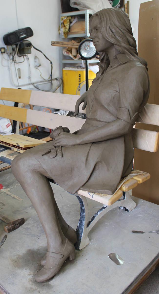 Gliniany model Beaty z Albatrosa gotowy był już w połowie lipca. Muzą rzeźbiarza była laureatka naszego plebiscytu - Barbara Bujnowska