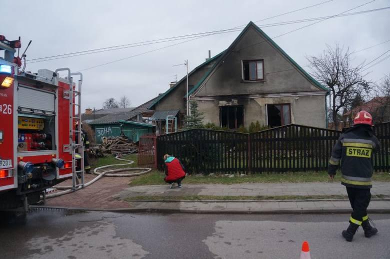 Ul. Leśna. Śmiertelna ofiara pożaru. 46-letni mężczyzna spalił się we własnym  domu (zdjęcia, wideo)