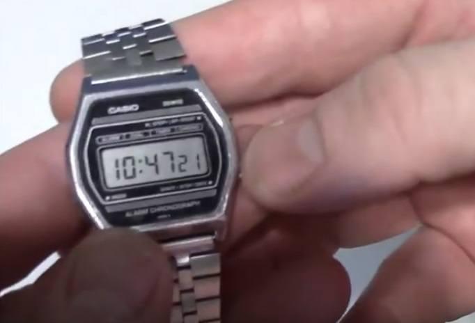 ZegarekZdecydowanie najpopularniejszym prezentem komunijnym był zegarek. Zazwyczaj był produkcji radzieckiej i bardzo szybko się psuł. Na początku lat