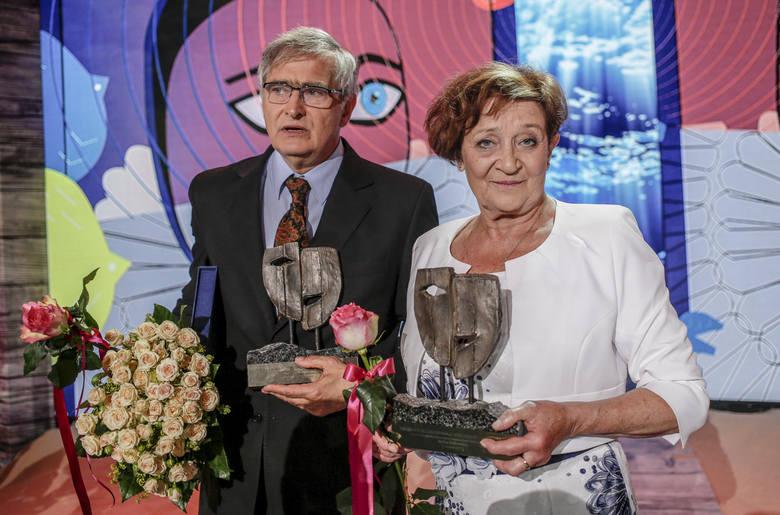 Laureaci Wielkiej Nagrody Festiwalu: Ewa Dałkowska i Olgierd Łukaszewicz, który powiedział m.in.: - Z Ewą różnimy się politycznie, ale pozostajemy dla siebie źródłem artystycznej kreacji  <br /> <br /> <br />