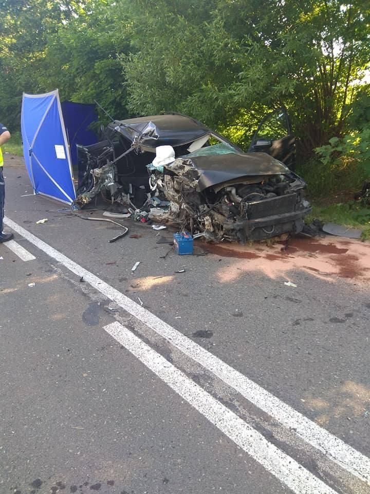 Policjanci jednostki w Wałczu zatrzymali 23-letniego kierowcę, który spowodował wypadek drogowy ze skutkiem śmiertelnym. Młody kierowca prowadził pojazd
