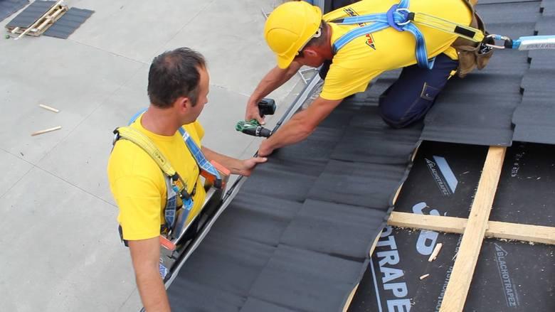 Właściwy wybór pokrycia dachowego i systemu orynnowania zniweluje niebezpieczeństwo ich zalania w czasie nawałnicy i zerwania podczas wichury. Systemy