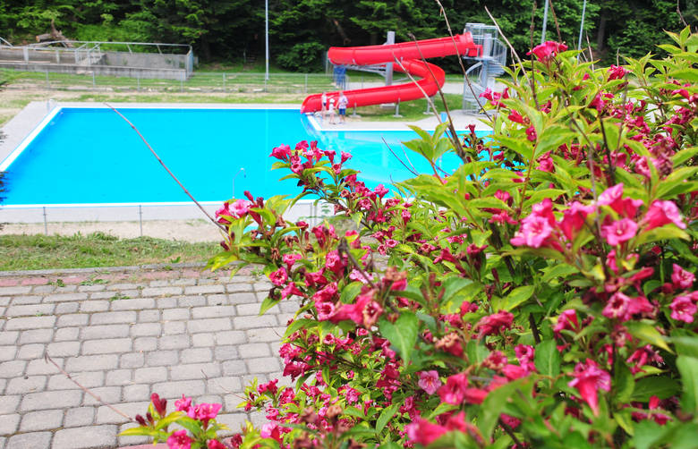 Nowy basen w Iwoniczu-Zdroju jest już gotowy. Wkrótce otwarcie. Znamy ceny [ZDJĘCIA]