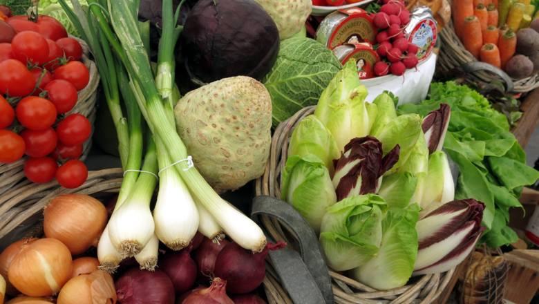 Warzywa znowu podrożały? Dzięki temu nie będziesz już przepłacać. Zobacz rośliny, które ciągle rosną i nic nie kosztują