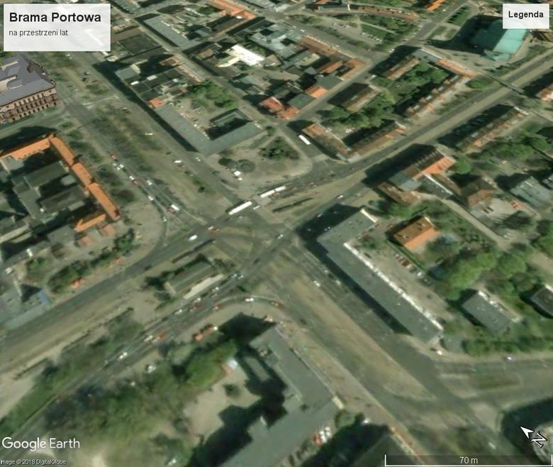 Zobaczcie, jak na przestrzeni lat zmieniała się na zdjęciach Google Earth Brama Portowa w Szczecinie. Polecamy również: Szczecin: Grota w Zdrojach znowu
