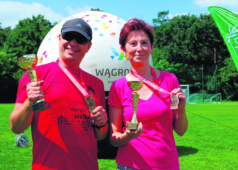 Oboje są po czterdziestce, mieszkają w Śremie i kochają Nordic Walking, dyscyplinę która staje się coraz bardziej popularna w naszym kraju. Anna Matyja i Radosław Dukat to idealny przykład obalający teorię, że to sport tylko dla ludzi starszych.