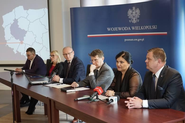 Wojewoda Łukasz Mikołajczyk mówi, że w ramach pożyczek dla mikroprzedsiębiorców, w Wielkopolsce do tej pory przyznano 110 tys. wpłat wspierających te
