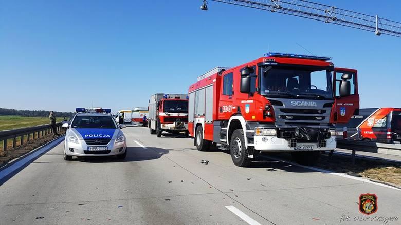 Wypadek na A4. Zderzenie 3 aut, dwie osoby ranne [ZDJĘCIA]