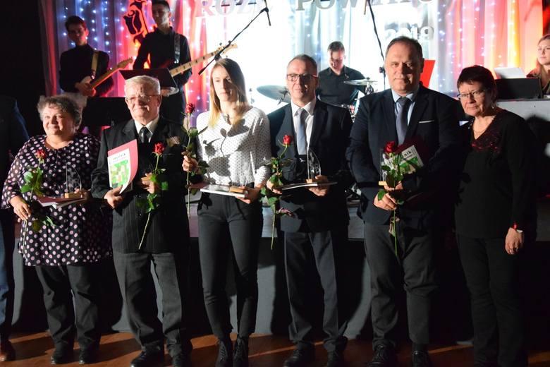Galę wręczenia nagród i wyróżnień starosty oleskiego zorganizowano w hali sportowej Zespołu Szkół w Oleśnie.