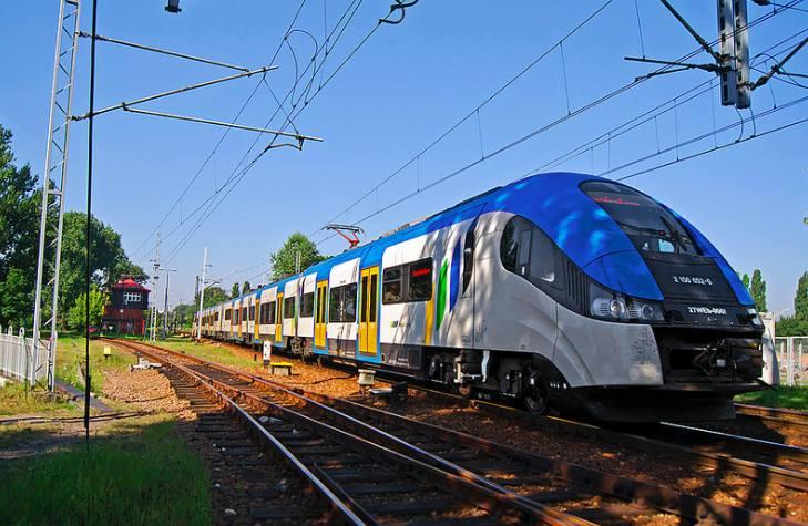 To ostatnie tygodnie EN57 w planowym ruchu w pociągach Kolei Śląskich.