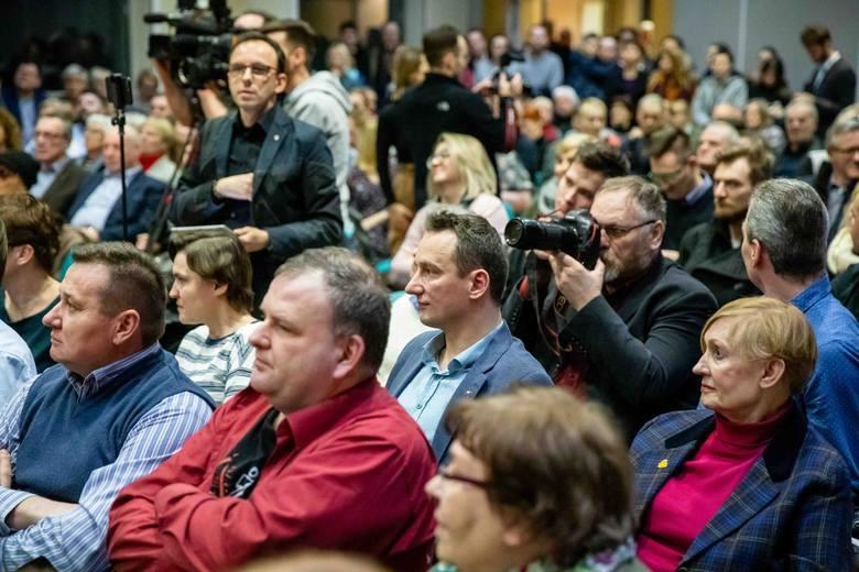 Szymon Hołownia w Białymstoku. Na spotkaniu z kandydatem na prezydenta Polski pojawiły się tłumy. Nie zabrakło też znanych twarzy regionalnej polityki.
