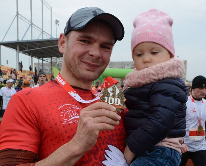 W niedzielę, 11 listopada na trasie żagańskiego biegu stanęło ponad 718 zawodniczek i zawodników w biegu główny oraz rekordowa liczba ponad 300 przedszkolaków