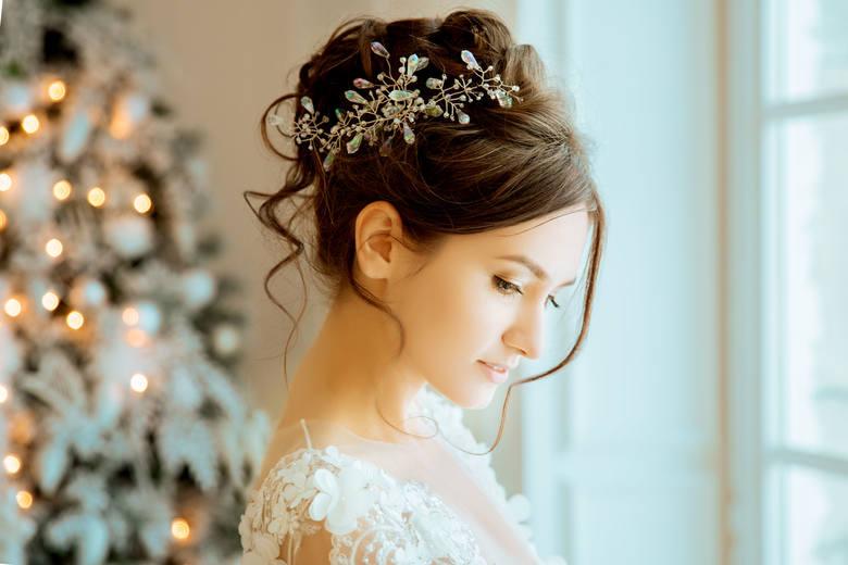 Suknia ślubna, a nakrycie głowy