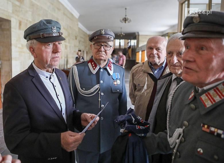 """Co z pomnikiem Piłsudskiego w Szczecinie? """"Od 10 lat to samo, decyzję przekładają w czasie"""""""