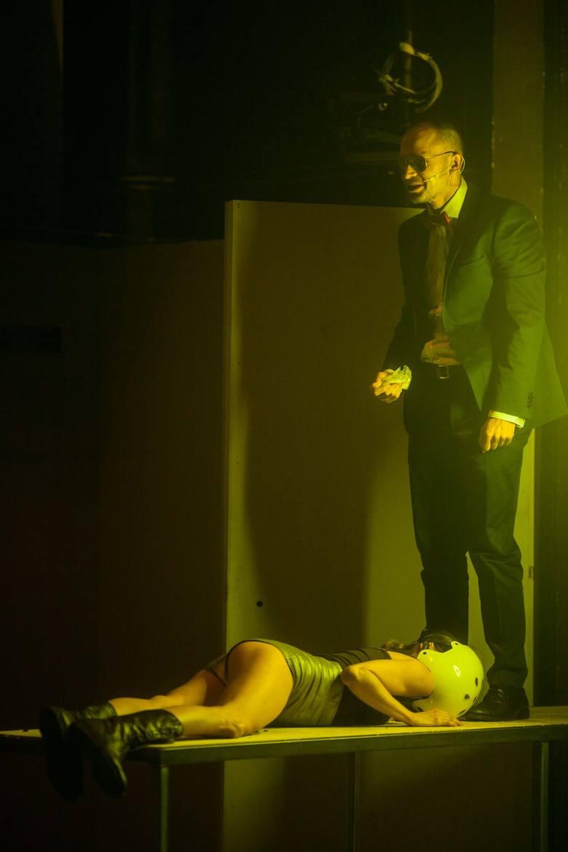 """Teatr Nowy w Łodzi postraszy klasykiem horroru. W piątek premiera """"Lśnię"""" Tomasza Bazana [ZDJĘCIA]"""