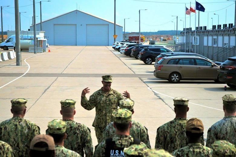 Główny szef floty wojennej Raymond D. Kemp Sr odwiedził bazę w Redzikowie, zobaczył postępy prac nad budową tarczy antyrakietowej, rozmawiał z amerykańskim