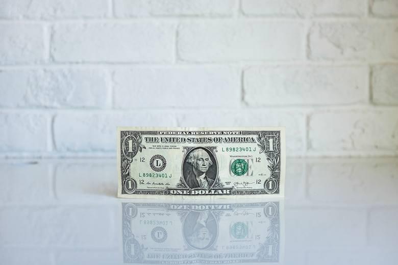 W branży pośrednictwa finansowego 29% firm zatrudnia osoby otrzymujące wynagrodzenie minimalne.Najwięcej firm płaci pracownikom najniższą krajową na