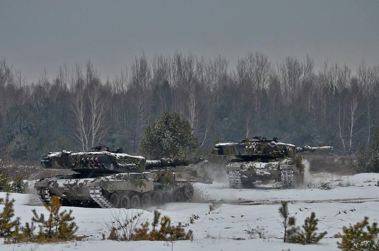 Czołgi szykują się do ataku na stanowiska wroga
