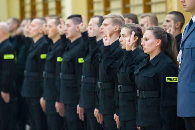 W szeregi podlaskiej policji wstąpiło 27 funkcjonariuszy. Uroczystość ślubowania odbyła się Oddziale Prewencji Policji w Białymstoku. Uczestniczył w