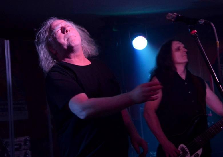 Po równo trzech latach od ostatniej wizyty na scenie pubu Wlad (wcześniej Kornel) fani z Chojnic i okolic bawili się przy muzyce kultowych muzyków. Kat