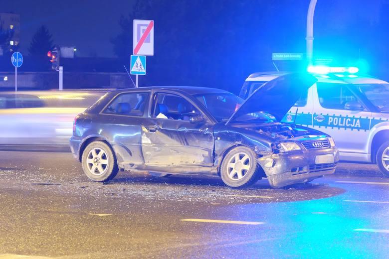W środę, o godz. 17.53 podlascy strażacy otrzymali informację o wypadku na skrzyżowaniu ulic Kaczorowskiego z Waszyngtona w Białymstoku
