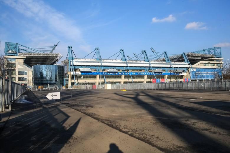 Kraków. Parkingi na 1200 aut przy Błoniach? Mają być konsultacje społeczne w sprawie przebudowy stadionu Wisły i jego otoczenia