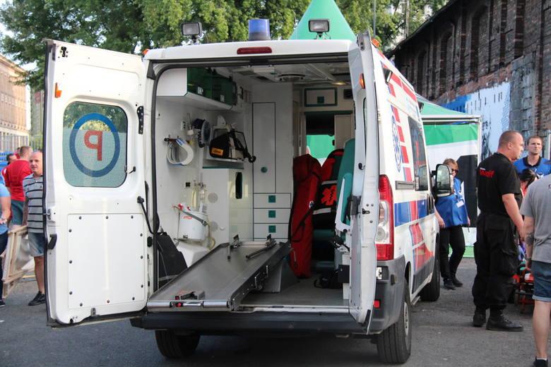 Jeden z ochroniarzy został uderzony przez jednego z kibiców. Konieczna była interwencja ratowników medycznych