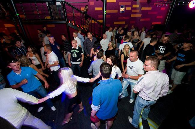 Pamiętacie szalone imprezy w mieleńskich klubach? Dziś wspominamy dyskotekę Mango, w której bawiło się wielu turystów z całej Polski.
