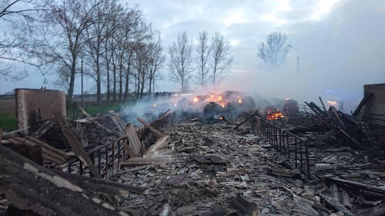 Pożar wybuchł przed północą w środę 21 kwietnia. Jeszcze w czwartek w południe strażacy prowadzili akcję